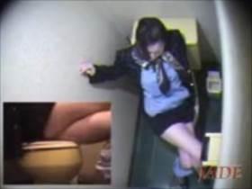 【素人盗撮】こんなオナニー初めて見た!スッチーがトイレで足を組んでよじらせて喘ぐ||オナニー盗撮,オナニー,トイレ,盗撮,素人