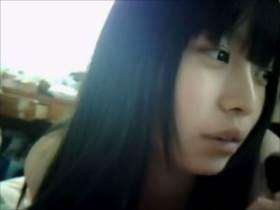 【個人撮影】中×生に見える女の子の配信映像がヤバい!男達のおかずになっている事を理解しているのだろうか?