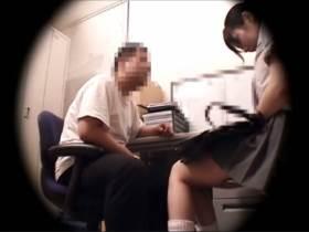 【素人盗撮】万引見つかって泣きべそかいてるJKの体を堪能する店長!中出し制裁