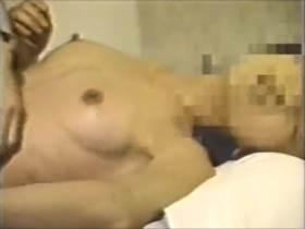 【個人撮影】泥酔した女友達を部屋に連れ込み輪姦してるヤバいやつか!?3Pしてる一部始終を撮影者が撮影して投稿したリアルなやつ