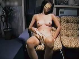 【個人撮影】嫁が電マで痙攣しながらガチイキする様子をあえて他人に撮影してもらい旦那が投稿した本物映像