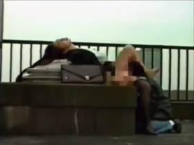 【個人撮影】保険外交員の美女が屋上で枕営業!その一部始終を友人に撮影させて流出したガチ映像が生々しすぎる