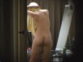 【素人盗撮】女子大生達が部屋でくつろぐプライベートをドアスコープから隠撮!無防備な全裸姿が流出
