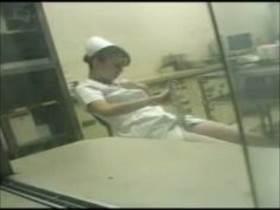 【素人盗撮】深夜勤務のナースさんが一人自慰に耽る様子を患者が撮影!喘ぎ声響いてるけど大丈夫か?