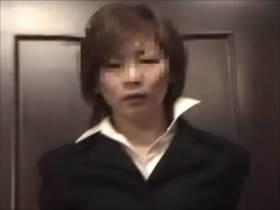 【個人撮影】こんな普通の役所で働いてそうなおばちゃんが調教されて喘ぐ姿が見たい方はこちら!素人不倫投稿