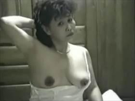 【個人撮影】この熟嫁が旦那との営みで淫語交じりで本気で喘ぐ姿が見たい方はこちら!流出した熟年夫婦映像