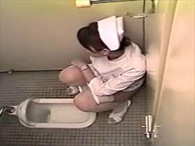 【素人盗撮】病院の和式トイレで自慰に耽るナースさん!疲れてる感じだけどリフレッシュしてお仕事ガンバ