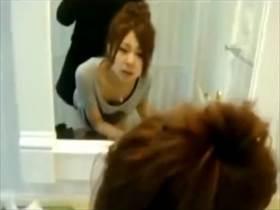 【個人撮影】2人とも顔出しで流出!素人カップルがトイレでハメ撮りした臨場感ある映像が相当生々しい件