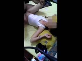 【個人撮影】息子がこっそりスマホで撮影した母親の不倫現場!乱れまくる母親だけ顔モザで流出させた映像
