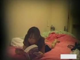 【素人盗撮】彼女の部屋にこっそり仕込んだ隠しカメラ!レディコミで興奮した彼女が相当激しい自慰してた