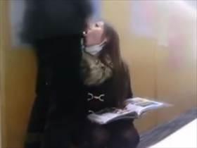 【個人撮影】図書館の死角でフェラ撮影した後トイレで本格的に情事撮影する不倫カップルの投稿映像がヤバい