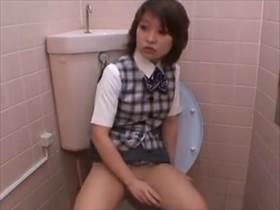 【素人盗撮】とぼけた顔でトイレにやってきてオナニーおっぱじめる制服姿のOLさん!完全にそれ目的だなw