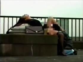 【個人撮影】契約を条件に保険営業の女とやってる様子を友人に隠撮させて流出!枕のくせに喘ぎまくる女