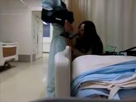 【個人撮影】入院治療中に仲良くなった美人のナースさん!夜勤明けに病室でハメちゃってるのを隠撮して流出