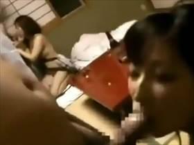 【個人撮影】嫁キレイだな!温泉旅館で夫婦2組がスワッピングしてるやけに生々しい映像が流出している件