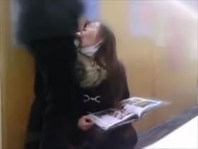 【個人撮影】公共の図書館の死角とか便所で情事撮影してる不倫カップル投稿映像!人妻の生々しい喘ぎっぷりがいい