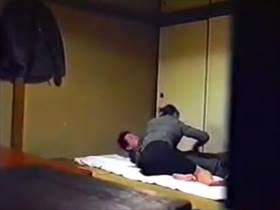 【個人撮影】父親が仕掛けたカメラか?母親がわが子のアソコを口淫してる衝撃映像が隠撮されてまさかの流出