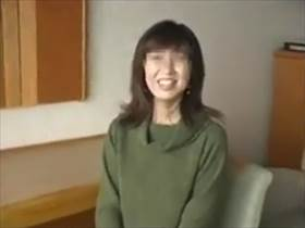 【個人撮影】初めてガーターベルトを付けたとはにかむ人妻がエロ可愛い!熟年不倫カップルが生々しい情事を投稿