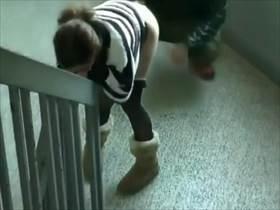 【個人撮影】サッサと事を済ませてコソコソ帰っていく不倫カップル!マンションの階段の踊り場での情事投稿映像